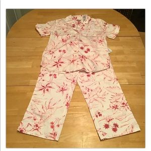 NWT Villager Floral Cropped Two Piece Pants Set